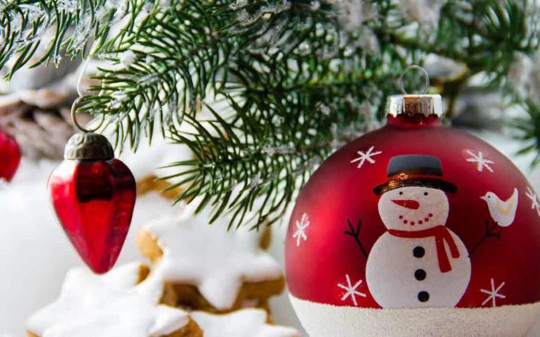 Weihnachtskarten verschicken: Die Farben rund ums Fest